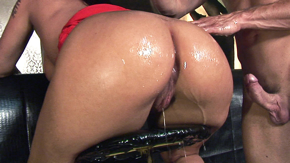 Big Wet Clubbing Butt