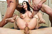 Veronica Avluv  in Five to One - Picture 4