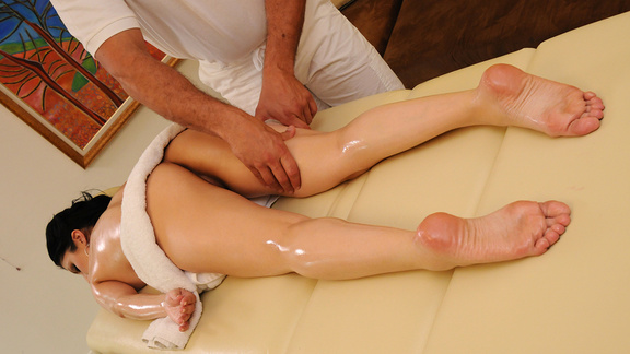 Brazzers Oily Tits And Fuckable Feet Dirty Masseur