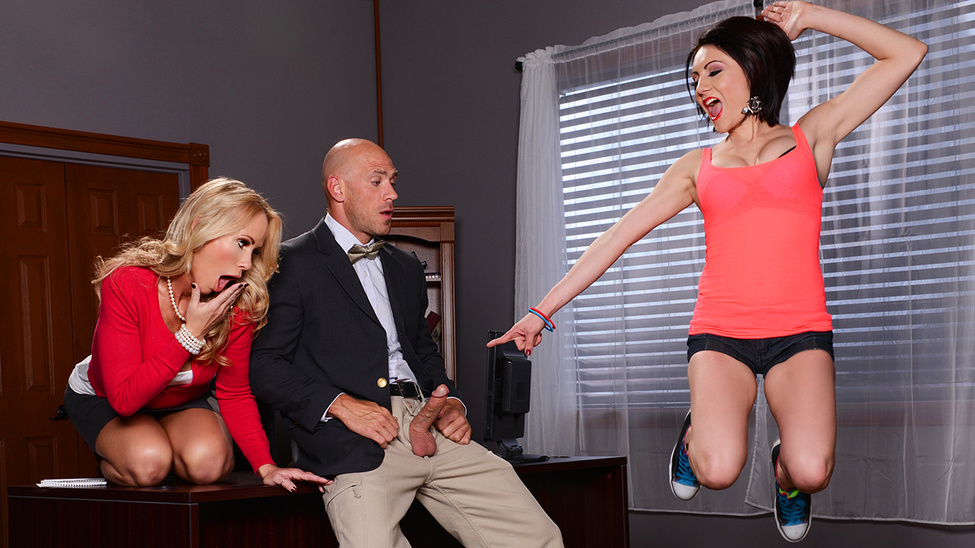 MilfsLikeItBig / Brazzers – Chase Ryder, Simone Sonay, Johnny Sins Caught With a Cock